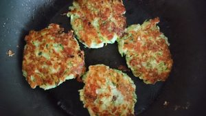 courgette-halloumi-fritters-camelcsa-100718