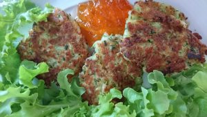 courgette-halloumi-fritters-plate-camelcsa-100718